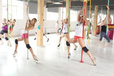 Wszędzie ćwiczą pole dance