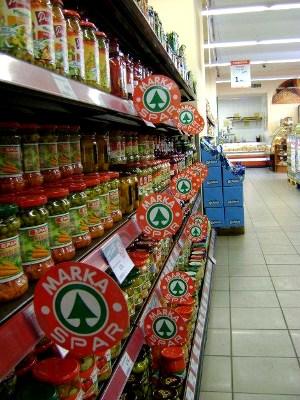 2fff96b35d Blisko 14 tys. sklepów oznaczonych zielono-czerwonym logo Spar funkcjonuje  w 34 krajach na pięciu kontynentach. W naszym kraju sieć rozpoczęła  działalność w ...