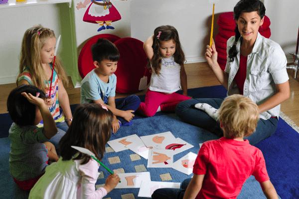 Az anyanyelv természetes tanulási folyamatának leképezése
