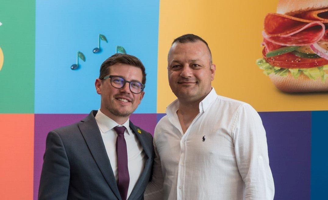 Andrei Trifan (stânga) - Business Development Agent pentru zonele din afara București-Ilfov și Rumen Radev (dreapta) - Business Development Agent pentru zona București-Ilfov